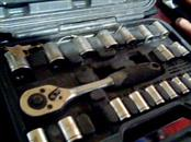 PRO GRADE HAND TOOLS Sockets/Ratchet 19039